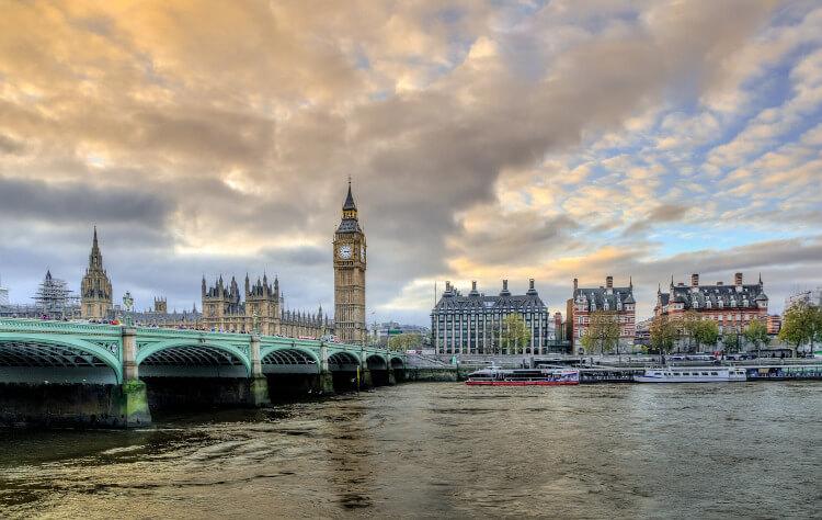 Il ponte di Westminster sul Tamigi a Londra