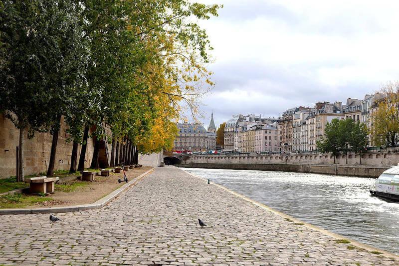 Quai della Senna a Parigi